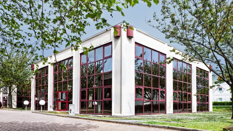 nikolsen domiciliation cergy pontoise 95